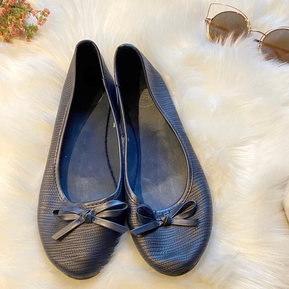 SO Navy Bow Faux Leather Flats
